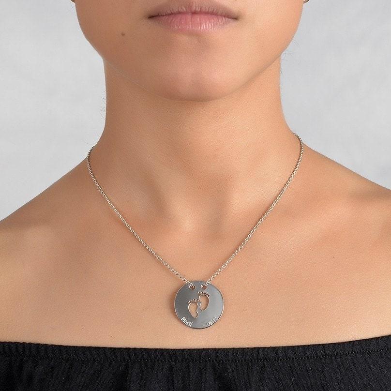 Collar de plata para mamá con tres nombres