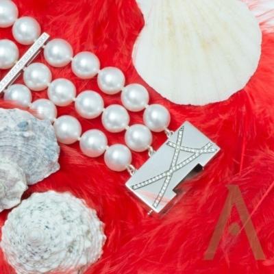 Pulsera de perlas australianas y diamantes.